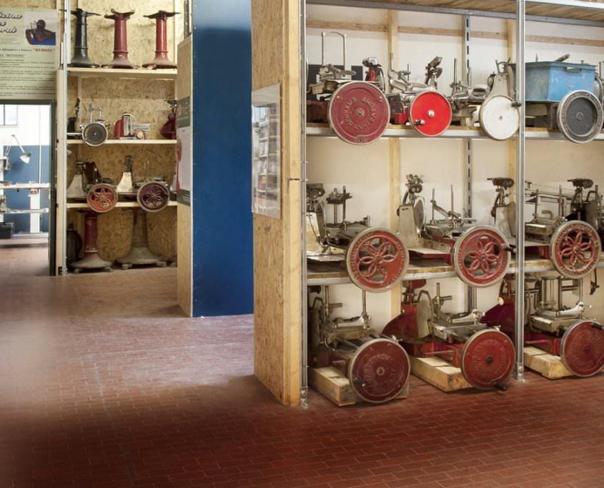 Officina dei Ricordi magazzino restauro Berkel
